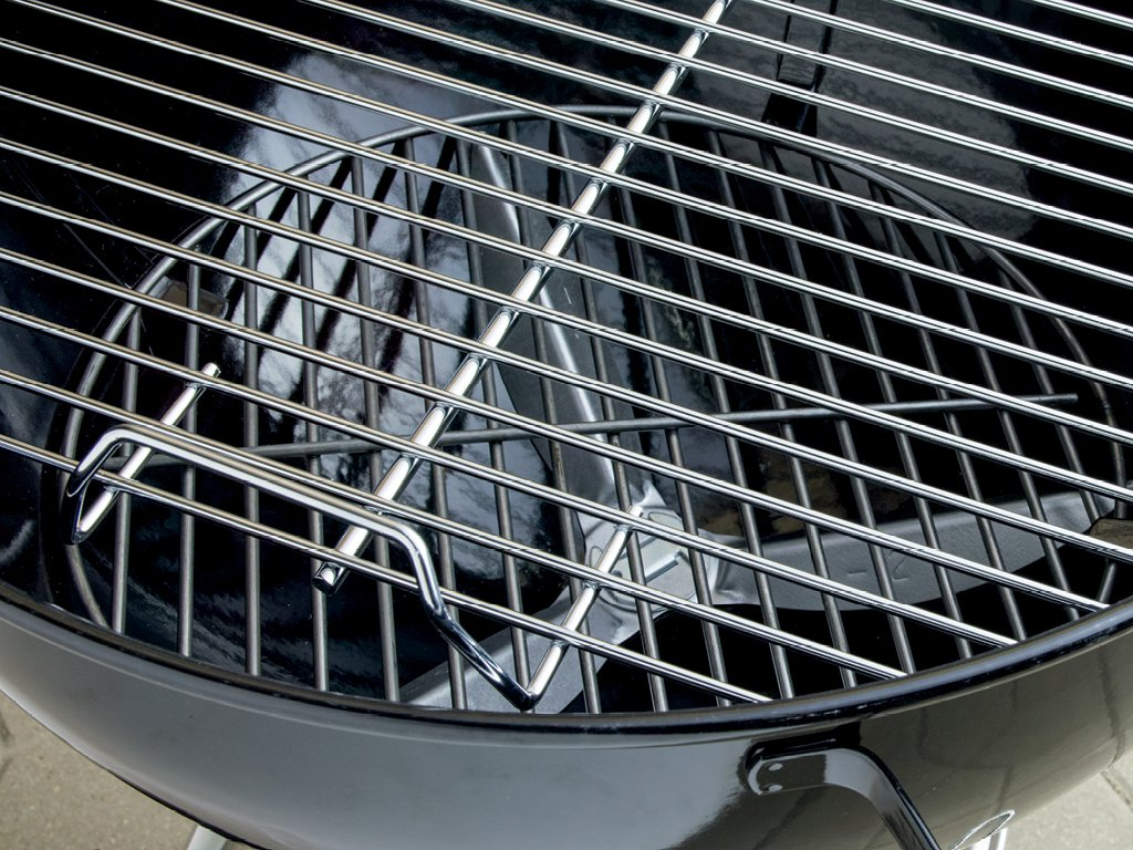 How to Choose a Charcoal Grill: Grate Material